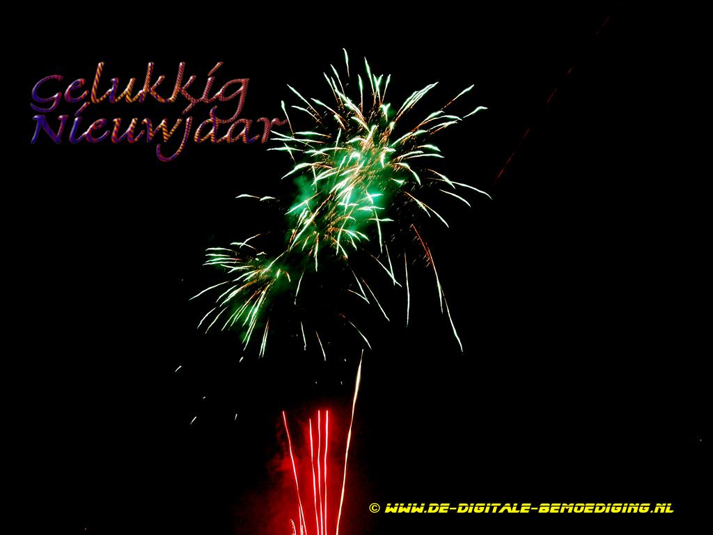 Gelukkig Nieuwjaar rood en groen vuurwerk in de vorm van een ijsje