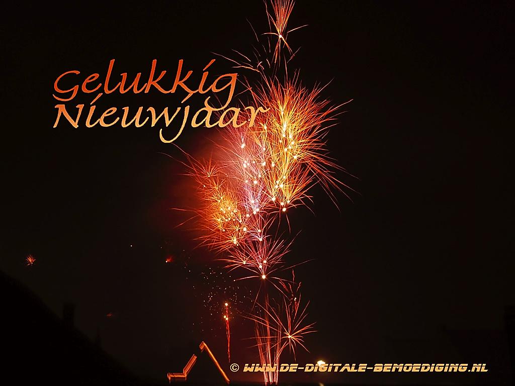 Gelukkig Nieuwjaar spetterend rood en oranje vuurwerk